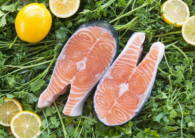 Salmon steaks on greens with lemons