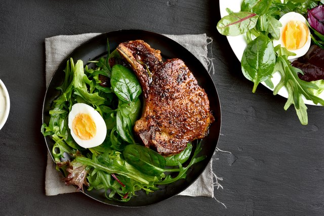 Roasted meat steak with green salad