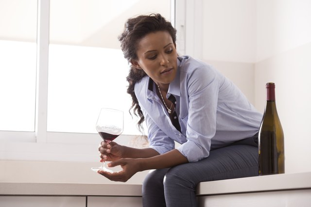 The Major Symptoms of Alcohol Use Disorder — and the 3-Step Treatment Process