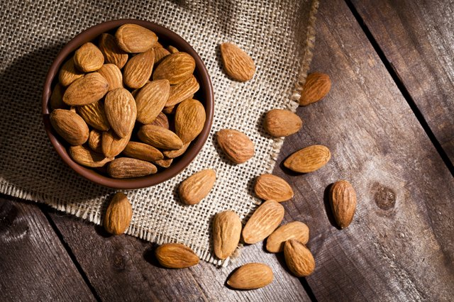 Organic almonds for muscle building diet