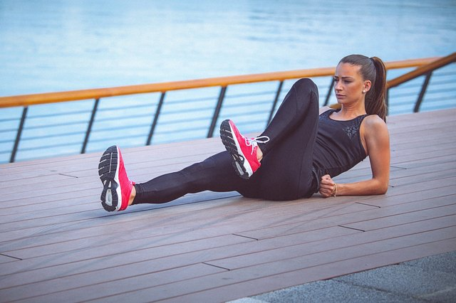 The 10-Minute Lower-Ab Workout You Can Do Anywhere