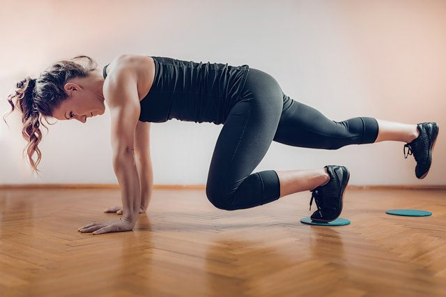 This 20-Minute Workout Will Burn Out Your Abs and Legs Without Any Weights
