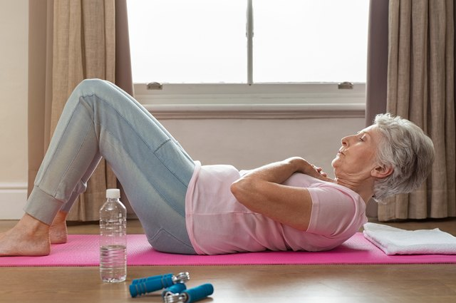 4 Mistakes That Make Crunches Ineffective and Potentially Dangerous