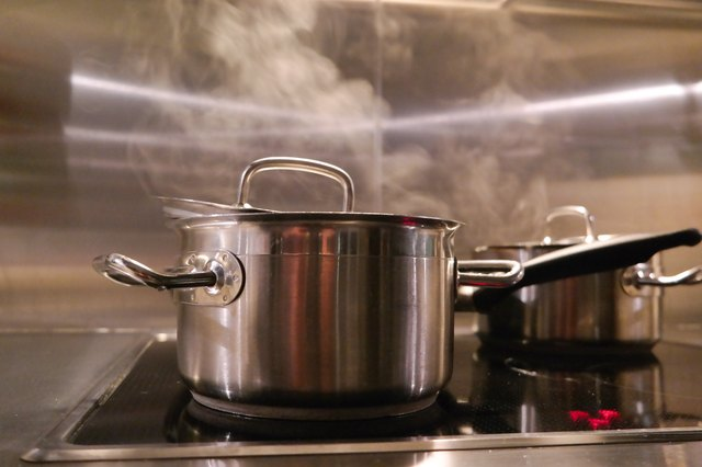 cooking pan with steam