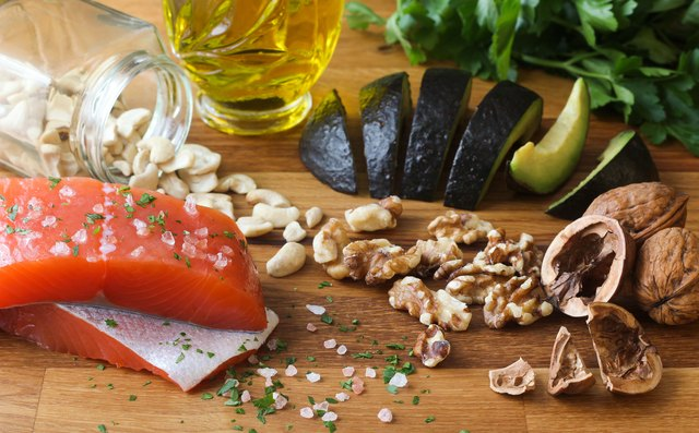 Trying to Lose Weight? Here Are 4 Fats to Enjoy and 2 to Avoid