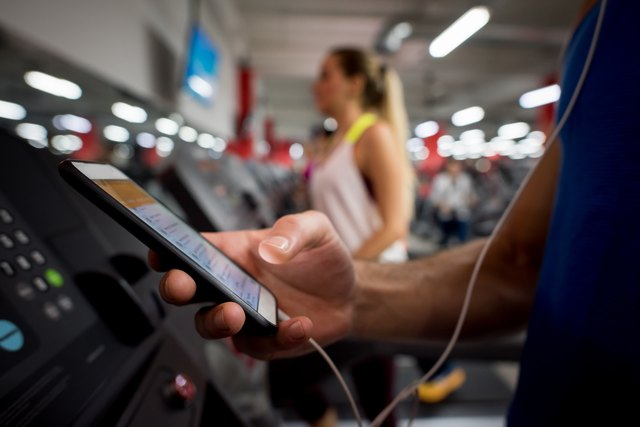 5 Ways Your Phone Is Sabotaging Your Weight-Loss Goals — and 4 Ways It Can Help
