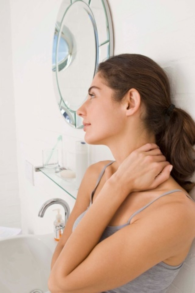 Signs & Symptoms of Swollen Neck Glands