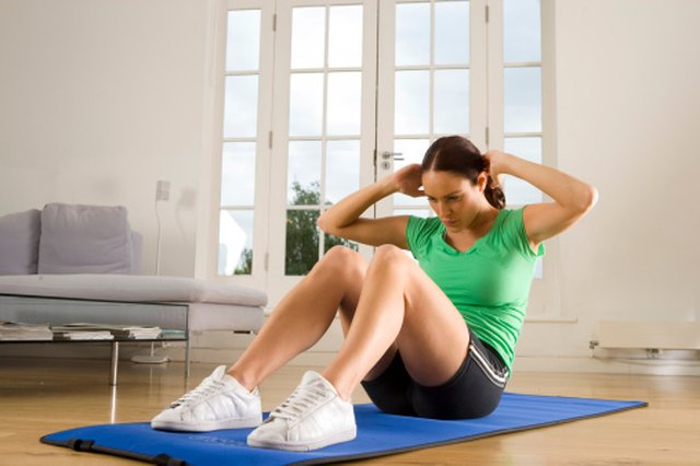 If You Do 100 Sit Ups Each Day for One Week, How Many Pounds Will You Lose? | Livestrong.com