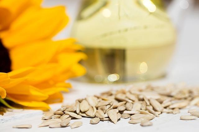 Pile of sunflower seeds.