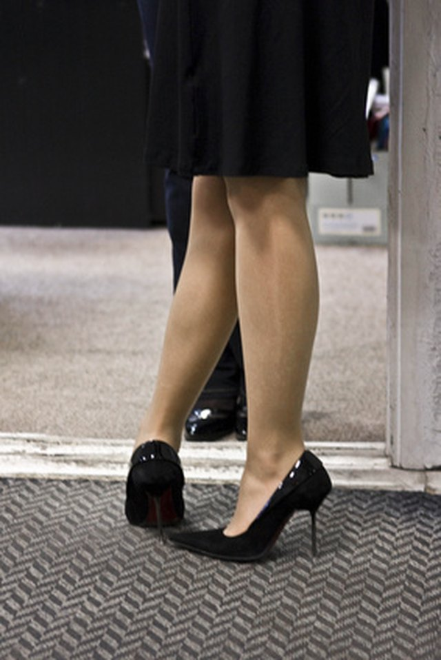 Causes of Sharp Heel Pain Felt When Bending