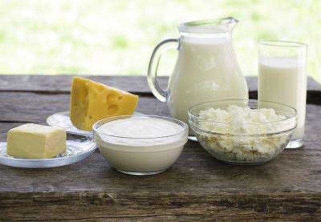 Do Milk, Cheese & Yogurt Have Carbohydrates?