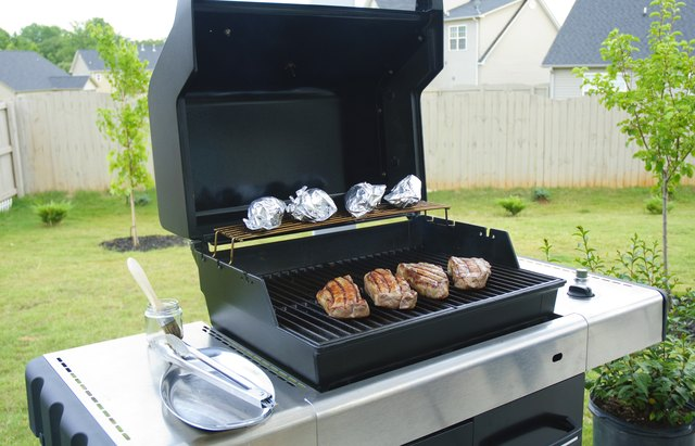 How to Roast Beef on a Gas Grill