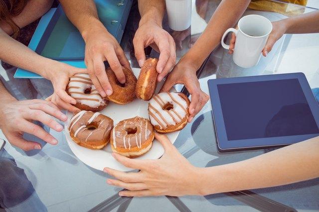 Fashion students eating doughnuts