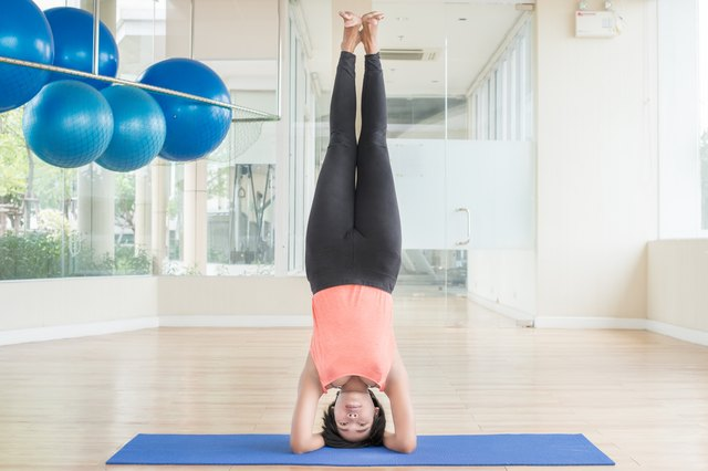 The Benefits & Risks of Yoga Handstands & Headstands ...