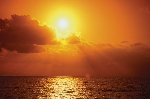 Reflection of sun in the ocean at dusk