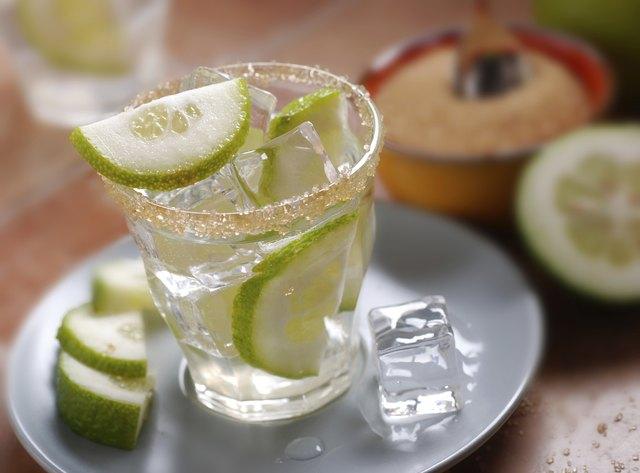 tonic water with lemon