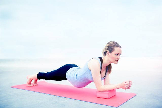 How to Keep a Toned Stomach While Pregnant