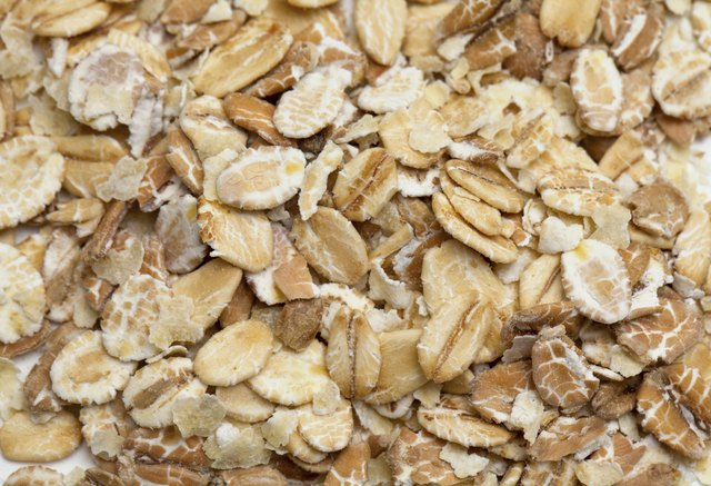 The Nutritional Value of Instant Oats Vs. Rolled Oats
