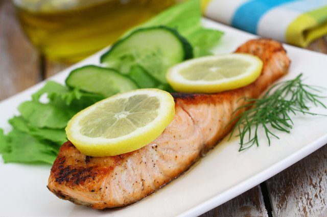 Grilled salmon with slices of lemon and green side salad