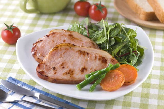 How to Cook an Uncooked Ham Steak in a Pan