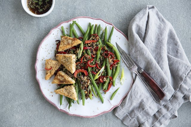 Amaranth crusted tofu with green beans and black rice