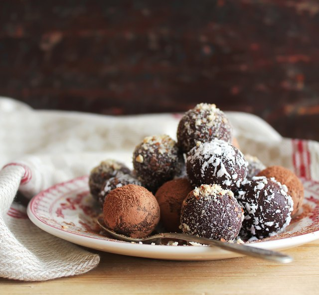 Sweet chocolate truffles with cocoa powder