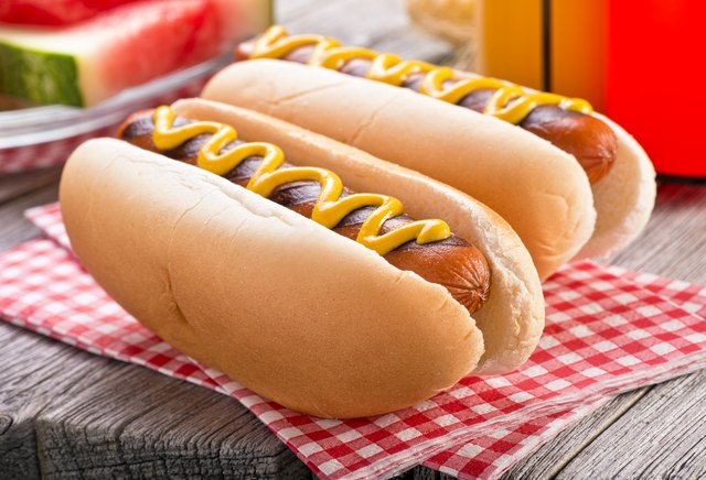 How to Cook Hot Dogs on a Cooktop Range