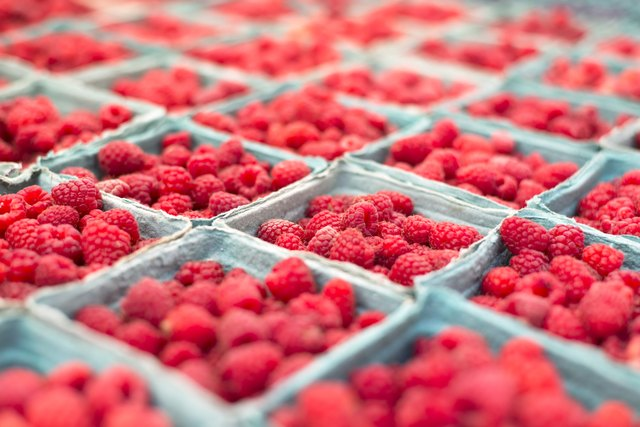 raspberries in boxes ar farmers market