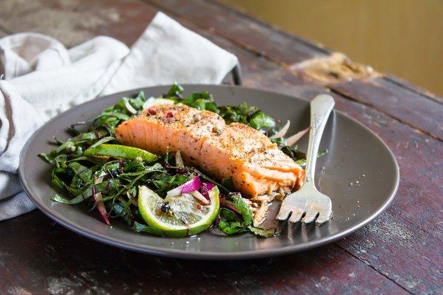 Roasted salmon fillet with fresh salad with onion