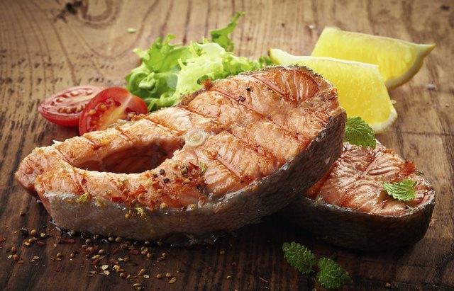 grilled salmon steak slices