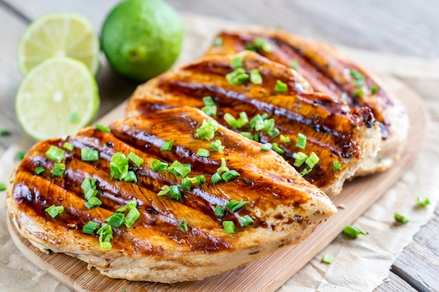 Grilled chicken breasts in lime sauce for muscle building diet