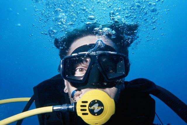 Man wearing scuba mask, underwater view, close-up