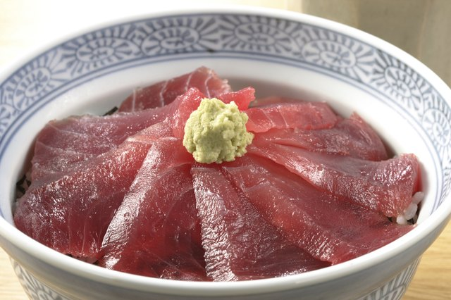 Rice bowl with slices of raw tuna