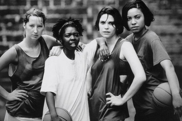 Portrait of women's basketball team