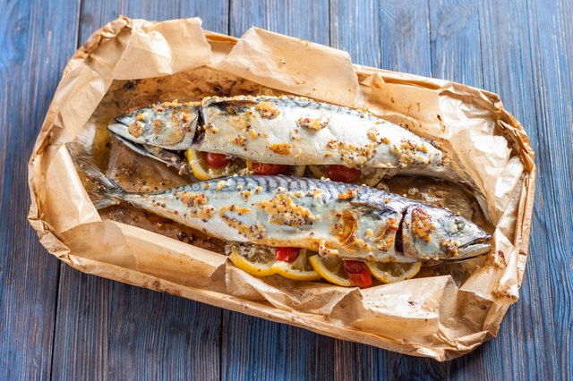 Baked mackerel with lemon, garlic, tomatoes and rice