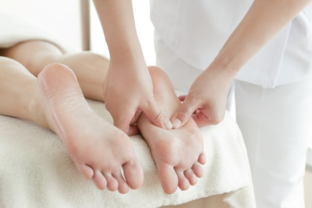 The woman who receives a beauty treatment salon