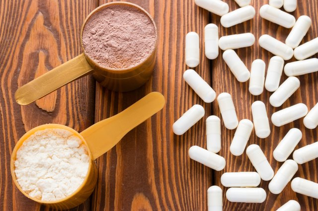 capsules of creatine and protein measuring spoons