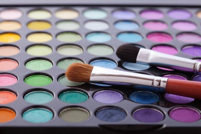 Should You Use Cream or Powder Eye Shadow For Older Women?
