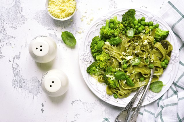 Spring spinach tagliatelle with broccoli and green pea