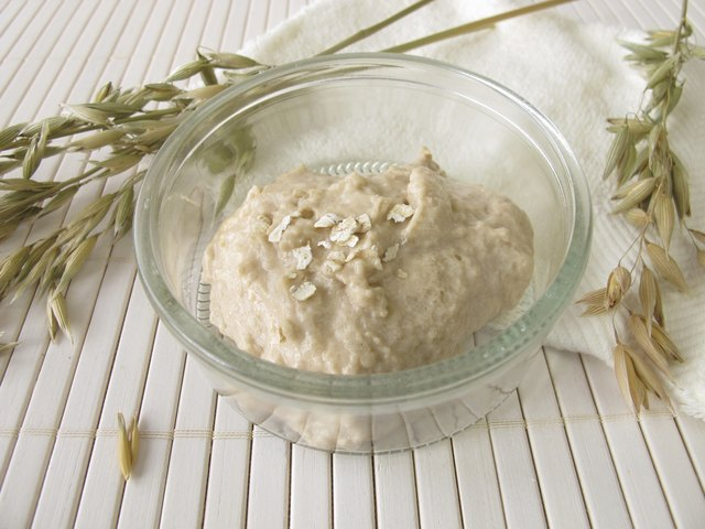 Facial mask with oats