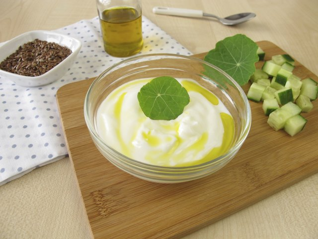 Yogurt with flaxseed oil