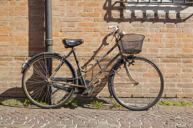 old-style rusty bicycle