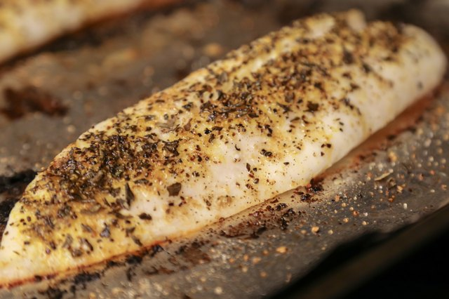 How to Cook Tilapia Fillets in the Oven | Livestrong.com