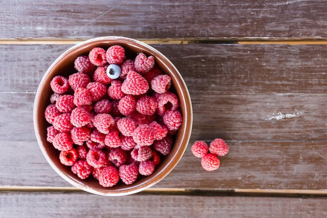 A bowl of raspberries