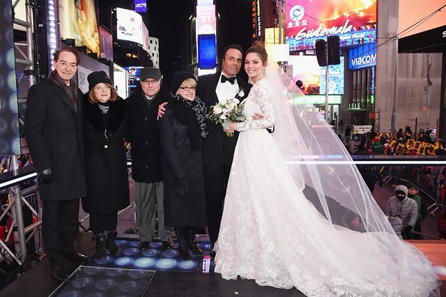 Maria Menounos and Kevin Undergaro getting marriesd in Times Square