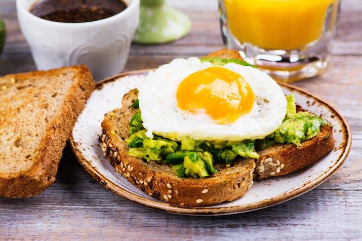 Avocado egg sandwich with whole grain bread