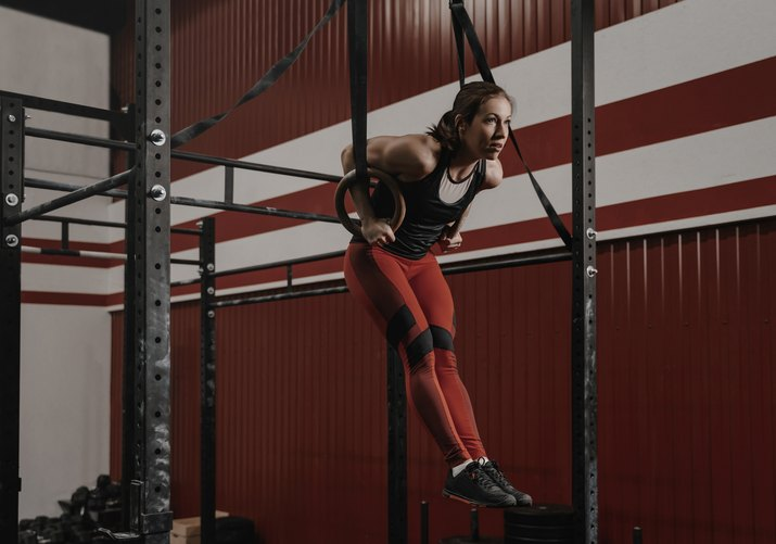 Woman performing a CrossFit muscle-up exercise