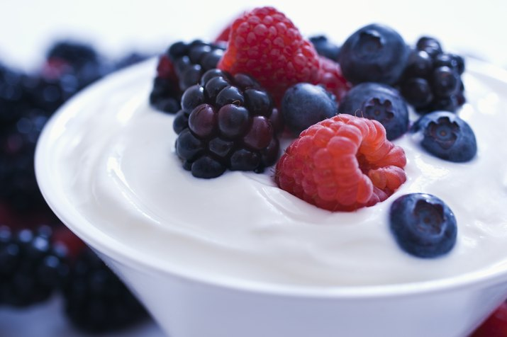 Yogurt and fruit as an example of foods that cause bloating