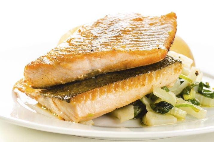 Fried fish fillets with vegetable garnish