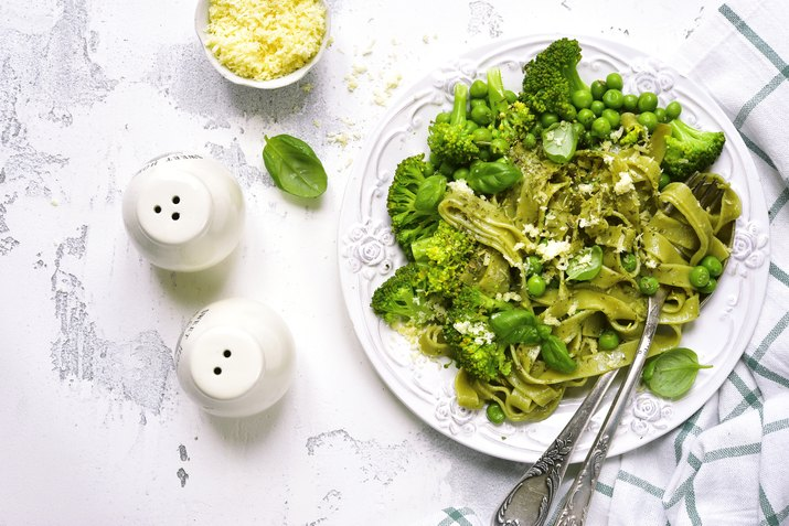 Spring spinach tagliatelle with broccoli and green pea
